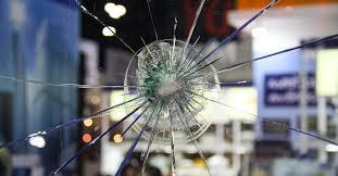 Как работает «пуленепробиваемое» стекло?